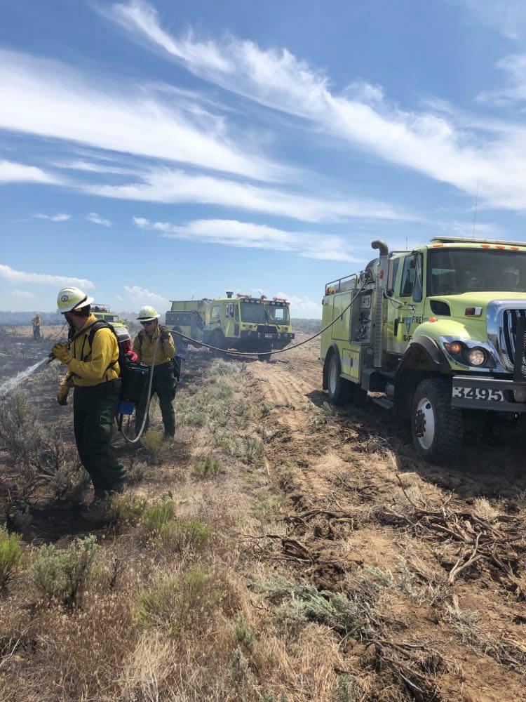 Firefighting crews battle Howe Peak Fire