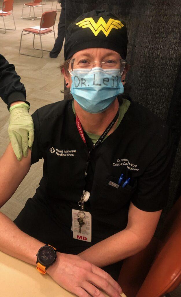Photo of Dr. Rebecca Legg receiving the COVID-19 vaccine